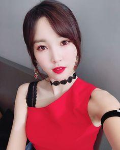 K-Pop Babe Pics – Photos of every single female singer in Korean Pop Music (K-Pop) Kpop Girl Groups, Korean Girl Groups, Kpop Girls, Sinb Gfriend, Gfriend Sowon, Extended Play, My Girl, Cool Girl, Latest Music Videos