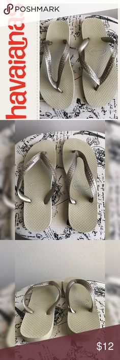 💫Havaianas Flip Flops💫 💫Cute Gold/Tan Flip Flops💫Never worn💫No flaws💫 Size 8💫 Made in Brazil💫Smoke and pet free home💫Ships same/next day💫 No Trades 🚫 Shoes Sandals