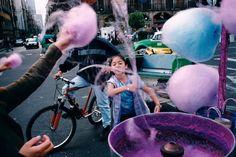 Mexico City 2003 by Alex Webb (c) Magnum Photos Contemporary Photography, Urban Photography, Color Photography, Minimalist Photography, White Photography, Candy Photography, Film Photography, Magnum Photos, Mexico City