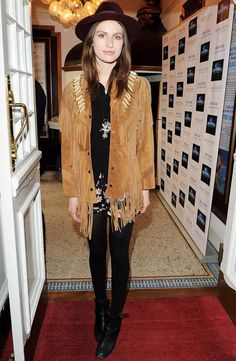 steal-her-style-tali-lennox-jaqueta-franjas-street-style
