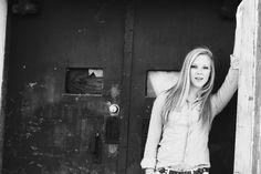 teen portrait - senior photo shoot - female picture - black and white urban pose girl - senior picture ideas for girls