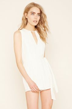 Forever 21 is the authority on fashion & the go-to retailer for the latest trends, styles & the hottest deals. Shop dresses, tops, tees, leggings & more! Stylish Outfits, Cute Outfits, Fashion Outfits, White Romper Dress, Dressing, Her Style, Everyday Fashion, Ready To Wear, Rompers