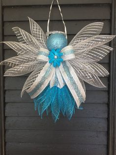 Large Angels made out of Deco mesh and ribbons. Large enough to hang on a wall or door. Great for a gift topper. Approx. 11 inches in height and 13 inches wide. Deco Mesh Crafts, Deco Mesh Wreaths, Deco Mesh Bows, Angel Ornaments, Holiday Ornaments, Christmas Mesh Wreaths, Christmas Angels, Christmas Decorations, Xmas Crafts