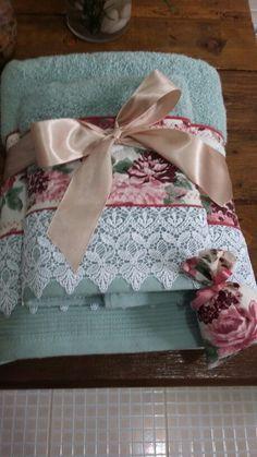 Toalha banho e rosto com aplicação floral e renda gripuire