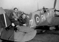 P/O T. Zurakowski (left) and F/Sgt M. Cwynar. Spitifre IX PK-Z BS513 315 (Polish) Sqn