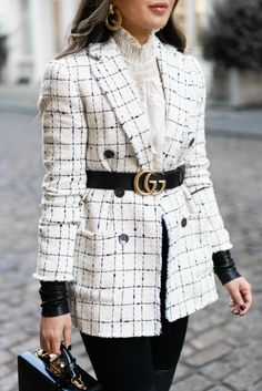 One Tweed Jacket, Two Ways Downtown ready to dressy days, this tweed jacket is perfect with jeans and dresses. One tweed jacket, two ways! Looks Chic, Looks Style, Winter Fashion Outfits, Spring Outfits, Fall Fashion, Curvy Fashion, Fashion Fashion, Classy Outfits, Chic Outfits