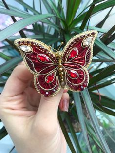 Bead Embroidery Tutorial, Bead Embroidery Jewelry, Soutache Jewelry, Hand Embroidery Designs, Beaded Embroidery, Beaded Jewelry, Brooches Handmade, Handmade Jewelry, Sequin Crafts