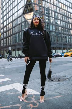 Muehleder Signature Sweatshirt Stylish Outfits, Cute Outfits, Fashion Outfits, Girly Outfits, Fall Outfits, Look Street Style, Scuba Fabric, Flare Top, All Black Everything