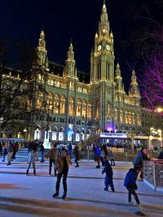 Rathaus Street View, Life