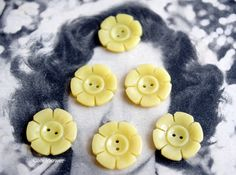 #Vintage #yellow #flower shape #buttons #antic #supplies