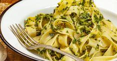 Secperc alatt elkészül a harsogóan zöld, ízekben gazdag spenótos-baconös tészta. Pasta Recipes, Broccoli, Bacon, Spaghetti, Vegetables, Ethnic Recipes, Easy Meals, Vegetable Recipes, Pork Belly