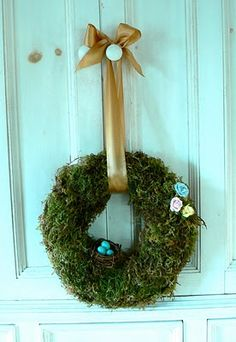 DIY Spring Wreath (Moss) from The Magic Onions blog.  Directions here: http://themagiconions.blogspot.com/2010/03/make-mossy-spring-wreath.html