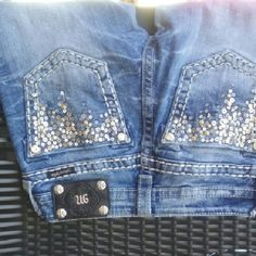 Gorgeous Miss me These are size 25 fits like 26. The only flaw my daughter got something white on the bottom if the leg hardly noticeable wen worn. Otherwise in good condition. Miss me  Jeans