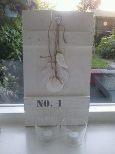 Stoer sloophouten luikje met cijfer
