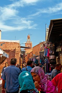 Marché Berbère, Marrakech (Paul J White), via Flickr.  www.asilahventures.com