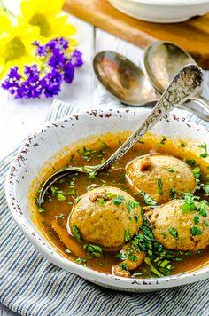 The Best Vegetarian Matzo Ball Soup Beet Recipes, Best Soup Recipes, Kosher Recipes, Chowder Recipes, Vegetarian Cooking, Vegetarian Recipes, Vegan Meals, Tomato Rice Soup, Soups