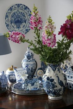 Delft Blue..... decorating suggestions!!!!! love the large platter hanging on the wall