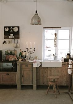 like the lamp. blog with charming rustic designs/settings.. with lots of whites.