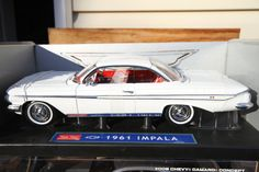 1961 Chevrolet Impala 1/18 SunStar diecast metal by ChasingToyCars