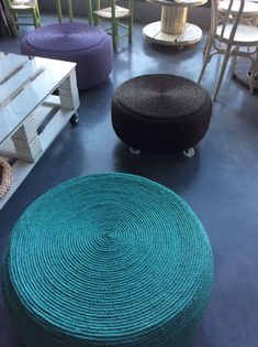 Wonderful DIY Easy Ottoman from Plastic Bottles Tire Furniture, Furniture Projects, Diy Projects, Tire Table, Tire Ottoman, Tire Craft, Used Tires, Kids Seating, Diy Interior