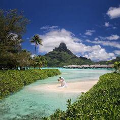 It's all about the Pose and the Background @intercontinental #borabora #island #paradise #southpacific #sun #beach #sunrise #amazing #dream #holidays #beautiful #bestvacations #photooftheday #picoftheday #photodujour #wedding #tahiti #polynesian #EdouardOTT #instagood