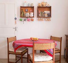 Gavetas como nichos na sala de jantar.  #upcycle Pinterest:  http://ift.tt/1Yn40ab http://ift.tt/1oztIs0 |Imagem não autoral|