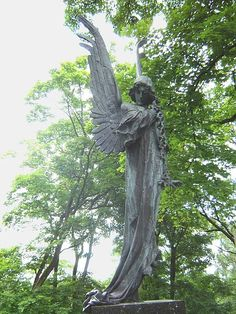 File:Angel in Vilnius Rasos cemetery 2.jpg - Wikimedia Commons