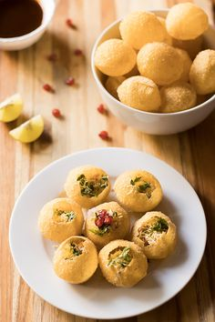 Sukha Puri is a complimentary snack, which is served after savoring the popular snacks dishes like Sev Puri, Pani Puri, and Bhel Puri. Vegetarian Snacks, Savory Snacks, Easy Snacks, Yummy Snacks, Delicious Recipes, Puri Recipes, Mexican Food Recipes, Evening Snacks Indian, Easy Evening Snacks