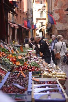 Gypsy Purple home. Italian Market, Purple Home, Artisan Food, World Market, Bologna, Farmers Market, Real Food Recipes, Decor Styles, Beautiful Places