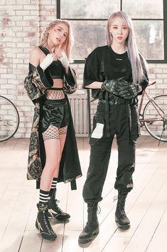 Moonbyul y solar Kpop Fashion, Girl Fashion, Mamamoo Moonbyul, Solar Mamamoo, Kpop Outfits, Korean Girl, Korean Idols, Kpop Girls, Gothic Fashion