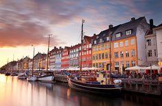 colorida línea de casas en Copenhague, Dinamarca