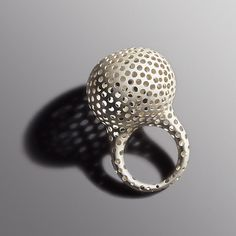 The key in Mascha Moje's ring is the irregularity of the holes.