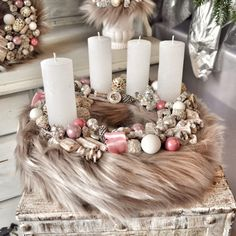 Christmas Advent Wreath, Handmade Christmas Decorations, Christmas Door, Xmas, Diy Wreath, Christmas Inspiration, Memorial Day, Diy And Crafts, Diy Projects