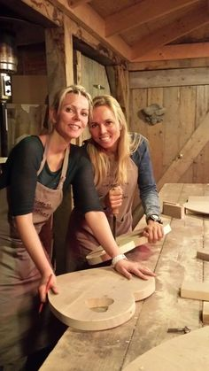 Wood Projects That Sell, Wood Shop Projects, Good Morning Love Messages, Small Coffee Shop, Wood Chopping Board, Diy Shutters, Design Tisch, Crafts For Seniors, Wood Plans