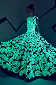 Gorgeous Glow Gown from – Fall/Winter Couture 2015 – Rami Kadi Haute Couture Style, Couture Mode, Couture 2015, Couture Fashion, Runway Fashion, Fashion Show, Fashion Design, Unusual Wedding Dresses, Wedding Gowns