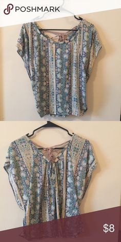 American Eagle Floral Top, Size Large, Tie Back American Eagle Floral Top, Size Large, Tie Back. Hardly Worn American Eagle Outfitters Tops Tees - Short Sleeve