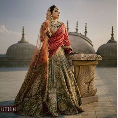 51 Most Beautiful Indian Bridal Makeup Looks and Clothing Ideas - Dulhan Images - AwesomeLifestyleFashion Indian Bridal Photos, Indian Bridal Outfits, Indian Bridal Fashion, Indian Bridal Wear, Indian Designer Outfits, Indian Wear, Wedding Lehenga Designs, Wedding Lehnga, Designer Bridal Lehenga