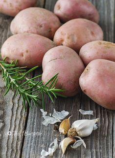 cartofi la cuptor cu rozmarin-ingrediente Potatoes, Vegetables, Food, Potato, Essen, Vegetable Recipes, Meals, Yemek, Veggies
