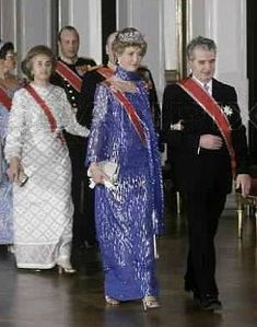 Lovitură de stat 1989 | Nicolae Ceauşescu Preşedintele României site oficial Mtv, Saree, History, Instagram, Fashion, Military, Moda, Historia, Fashion Styles