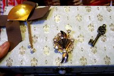 JEWELRY KEEPSAKE WEDDING trinket box with Vintage brooches/findings! wowitems4less,