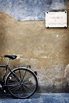wall and the bycicle