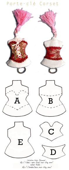 Porte-clés en tissu en forme de buste avec un corset - tutoriel