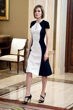 Queen Letizia of Spain in black and white color block Carolina Herrera dress. Cute Dresses, Beautiful Dresses, Short Dresses, Midi Dresses, Sewing Dress, Modest Fashion, Fashion Dresses, Dress Skirt, Dress Up