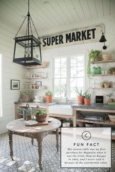 Laundry room inspiration from Joanna Gaines! Inside Joanna Gaines' favorite room in her house Joanna Gaines Farmhouse, Magnolia Joanna Gaines, Joanna Gaines Kitchen, Farmhouse Laundry Room, Farmhouse Kitchen Decor, Farmhouse Style, Fresh Farmhouse, Laundry Rooms, Rustic Farmhouse