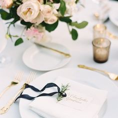 Dining al fresco and this table setting is a winning combination. Styling @avintageaffaircolorado   florals @europeanflowershop #realweddings #contax645 #filmshooter #destinationweddingphotographer by ashleysawtelle