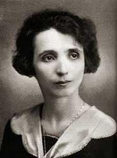 female essayist