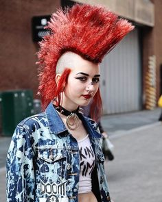 Taken by Probably one of my favourites! Girl Mohawk, Punk Mohawk, 80s Punk, Punk Goth, Female Mohawk, Punk Rock Girls, Hybrid Moments, Gothic People, Goth Look
