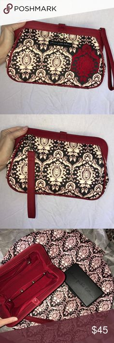 Petunia Pickle Bottom Clutch Diaper Bag Great condition. Comes with changing mat, and wipe case. All fits within clutch. Petunia Pickle Bottom Bags