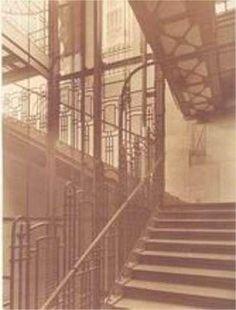 Escaleras de acceso Estación Gran Via-Red de San Luis