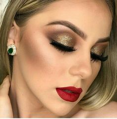 Pin by maria magdaleno on makeup in 2019 maquiagem, maquiage Gold Eye Makeup, Red Lip Makeup, Gold Eyeshadow, Prom Makeup, Bridal Makeup, Wedding Makeup, Makeup Inspo, Makeup Tips, Beauty Makeup